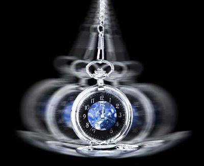 A hipnose do consumo tem nos levado a um círculo vicioso: trabalhamos durante o dia, vemos publicidade durante a noite, compramos nos finais de semana. Voltamos a trabalhar, ver publicidade, comprar e, assim sucessivamente. O consumo tem se tornado a essência de nossas vidas. Vivemos e existimos para comprar, conforme indicam os documentos citados nesse artigo. Foto: corposaun.com